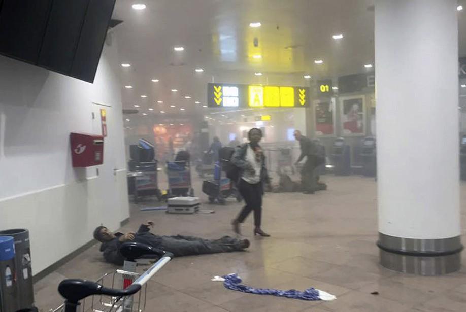 Un blessé à l'aéroport. (Ketevan Kardava/ Georgian Public Broadcaster via AP)