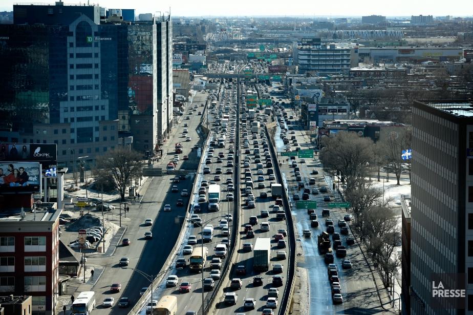 À Montréal, les automobilistes passent 26 % plus... (PHOTO BERNARD BRAULT, ARCHIVES LA PRESSE)