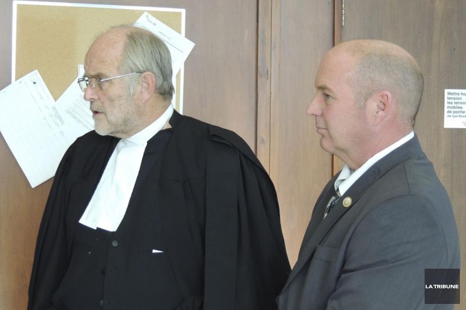 MeThomas Walsh et son client Tom Harding.... (Photo Ronald Martel, archives La Tribune)