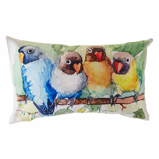 Coussin en velours à motif de perroquets, 19,99 $ chez HomeSense (Photo fournie par HomeSense)