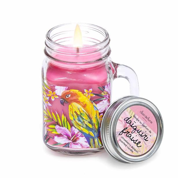Bougie parfumée en pot Mason, fragrance daiquiri fraise, deux grandeurs, 5,99 $ et 15,99 $ chez Clair de lune (Photo fournie par Clair de lune)