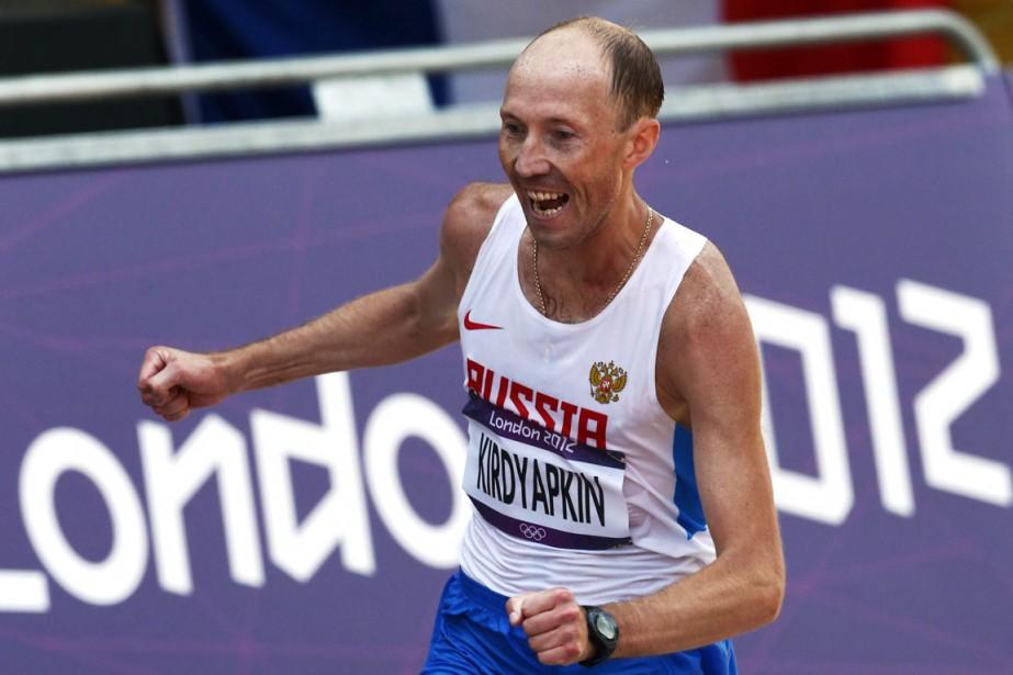 Le médaillé d'or du 50 km marche aux... (Photo Sergei Grits, archives AP)