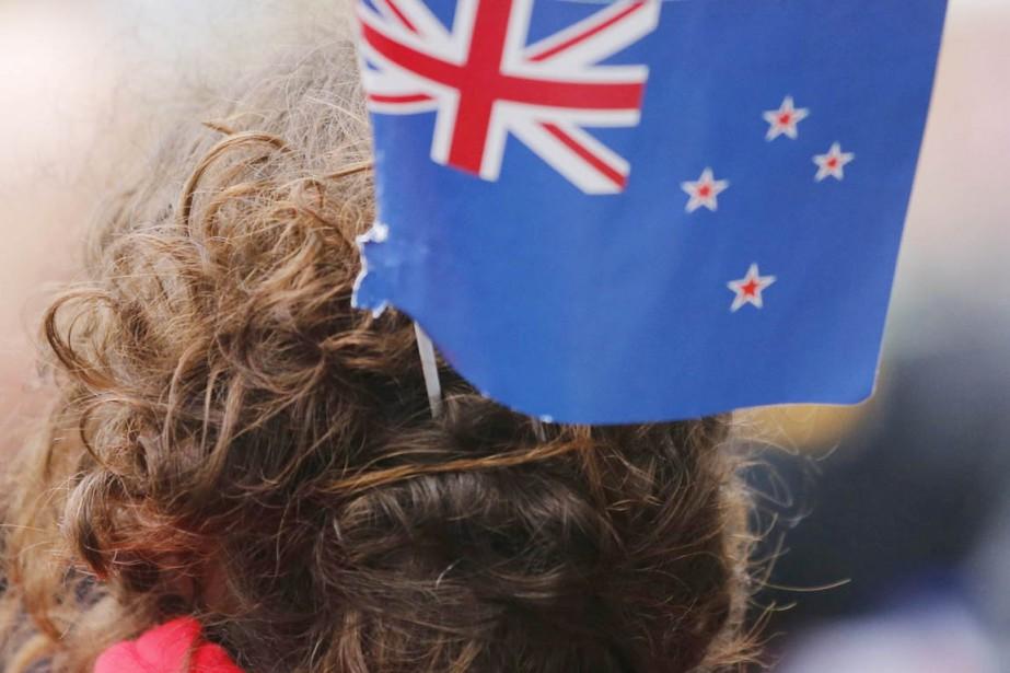 Le drapeau néo-zélandais est un rectangle bleu foncé... (PHOTO Frank Augstein, ARCHIVES AP)