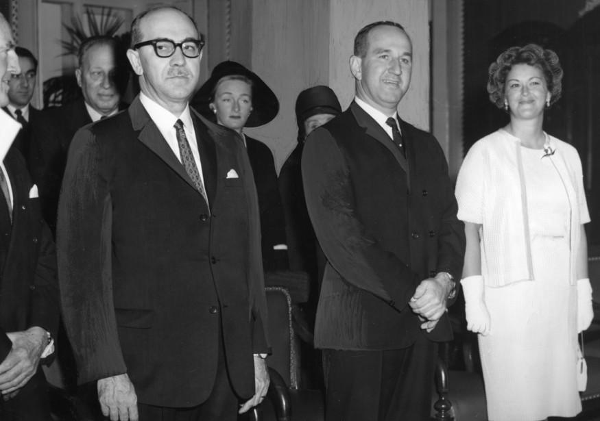 Trois nouveaux ministres du cabinet Lesage: Carrier Fortin, Pierre Laporte et Claire Kirkland-Casgrain, le 5 décembre 1962. (Photo d'archives La Presse)