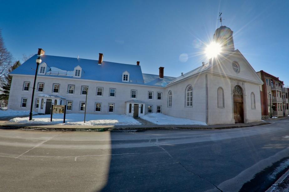 L'église Saint-James et le presbytère à la suite des travaux de restauration. Il ne reste que quelques travaux d'aménagement paysager à réaliser sur le terrain de ces bâtiments du Régime français. (François Gervais, Le Nouvelliste)