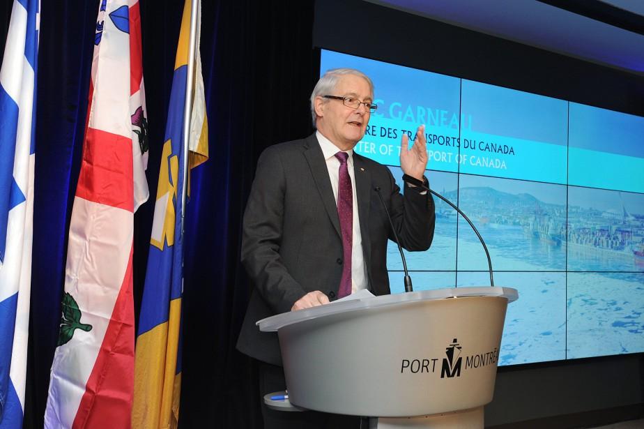 Le ministre des Transports du Canada, Marc Garneau,... (PHOTO fournie par l'Administration portuaire de Montréal)