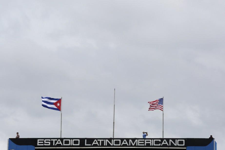 Un partisan en colère concernant le récent voyage à Cuba des... (Photo Reuters)