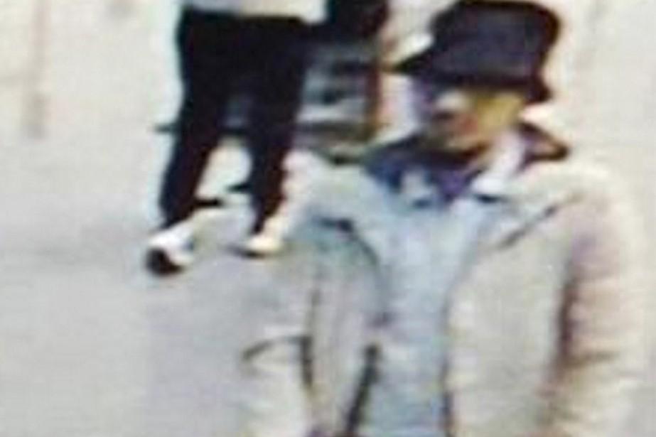 Les enquêteurs suspectaient Fayçal Cheffou d'être«l'homme au chapeau».... (PHOTO REUTERS/CCTV)