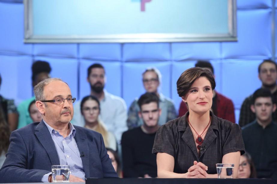 Le journaliste Fabrice de Pierrebourg et la comédienneSalomé... (PHOTO KARINE DUFOUR, FOURNIE PAR ICI RADIO-CANADA TÉLÉ)