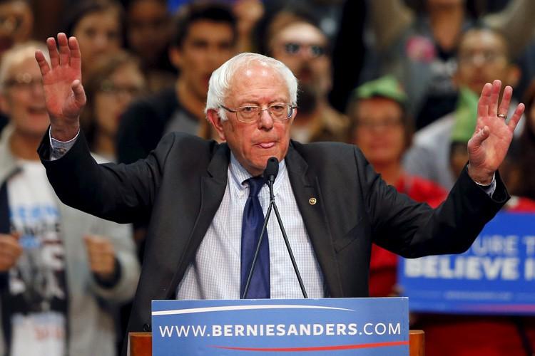 Le camp Clinton accuse Bernie Sanders de mener... (PHOTO REUTERS)