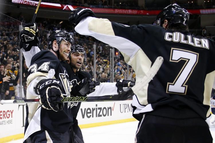 Sidney Crosby et Phil Kessel ont déjoué Chad Johnson en fusillade... (PHOTO AP)