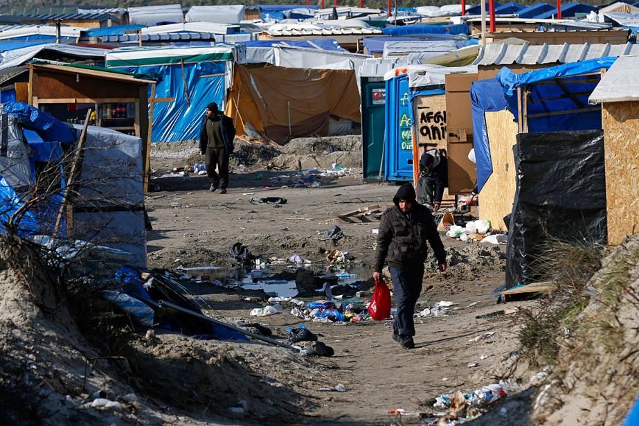 Un campement dans le nord de Paris avait... (Photo Pascal Rossignol, Reuters)