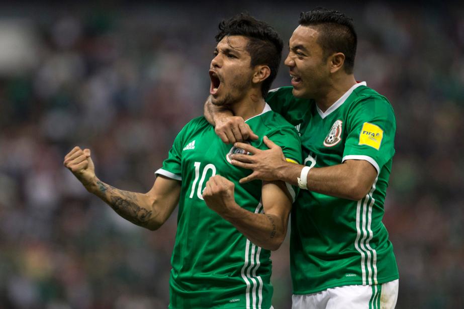 Jesus Corona (à gauche) a célébré son but... (Photo Christian Palma, AP)