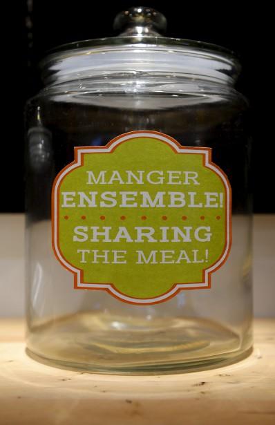 Le visiteur peut aussi contribuer à la transmission de notre patrimoine en laissant dans une jarre vitrée une recette de famille, un souvenir de repas mémorable ou un plaidoyer pour une spécialité régionale. (Le Soleil, Erick Labbé)