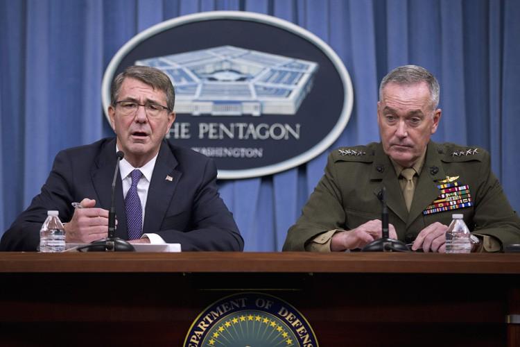 L'intervention du général JoeDunford et du secrétaire à... (PHOTO REUTERS)