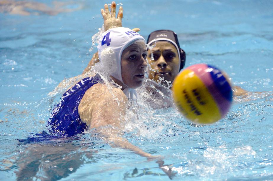 L'équipe canadienne de water-polo féminin a subi unedéfaite... (Photo Aniko Kovacs, AP)