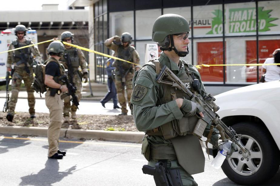 L'agent Chad P. Dermyerparticipait alors à des manoeuvres... (PHOTO ALEXA WELCH EDLUND, AP)