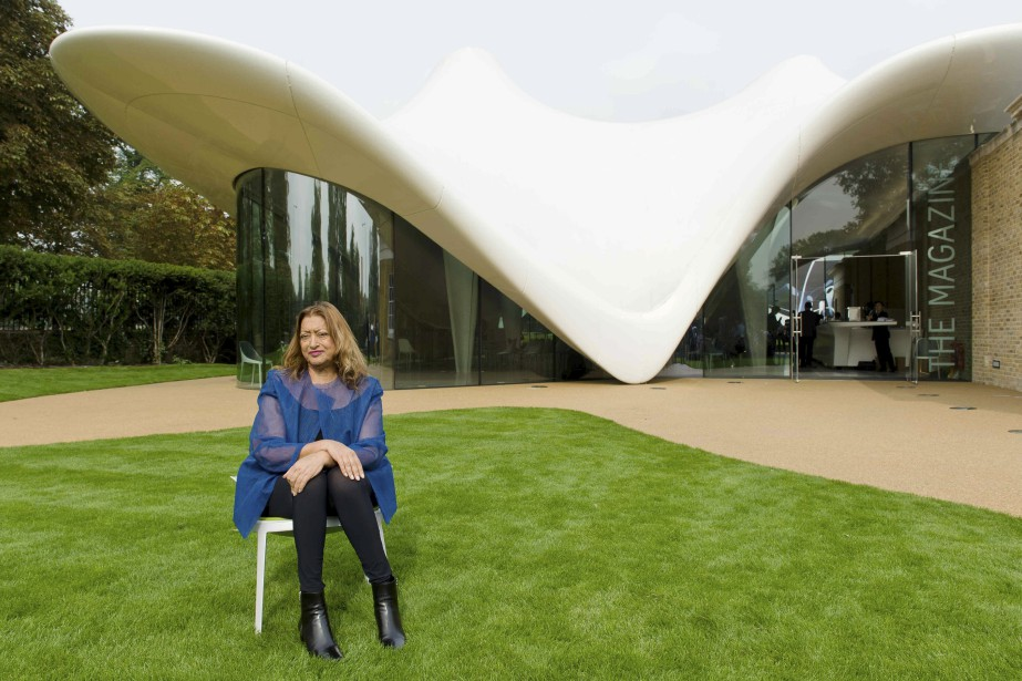 Zaha Hadid devant la Serpentine Sackler Gallery de Londres (AFP, Leon Neal)