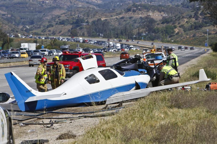 L'écrasement a bloqué deux voies et causé des... (PHOTO Don Boomer, The San Diego Union-Tribune via AP)