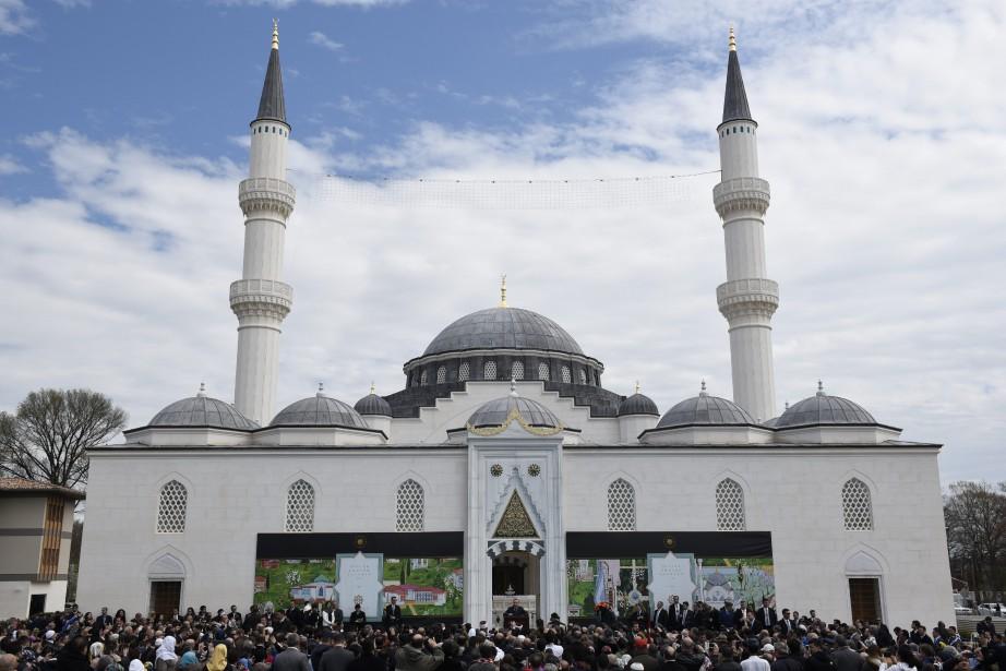 La mosquée du centre islamique Diyanet, construite dans... (PHOTO SAIT SERKAN GURBUZ, ASSOCIATED PRESS)