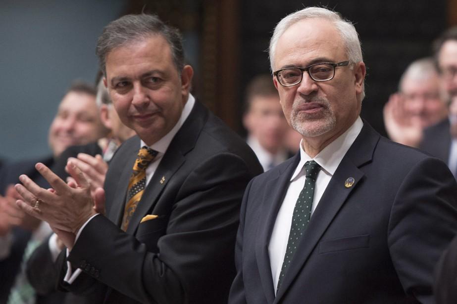 Sam Hamad (à gauche) et Carlos Leitão.... (Photo archives La Presse Canadienne)