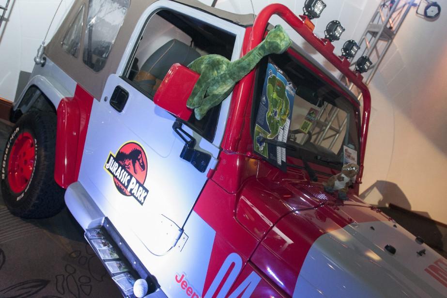 La réplique du Jeep de Jurassic Park attire l'attention des visiteurs du Salon auto-moto sport, antique et modifiée, qui se tient actuellement à l'hôtel Le Montagnais. (Photo Le Progrès-dimanche, Michel Tremblay)