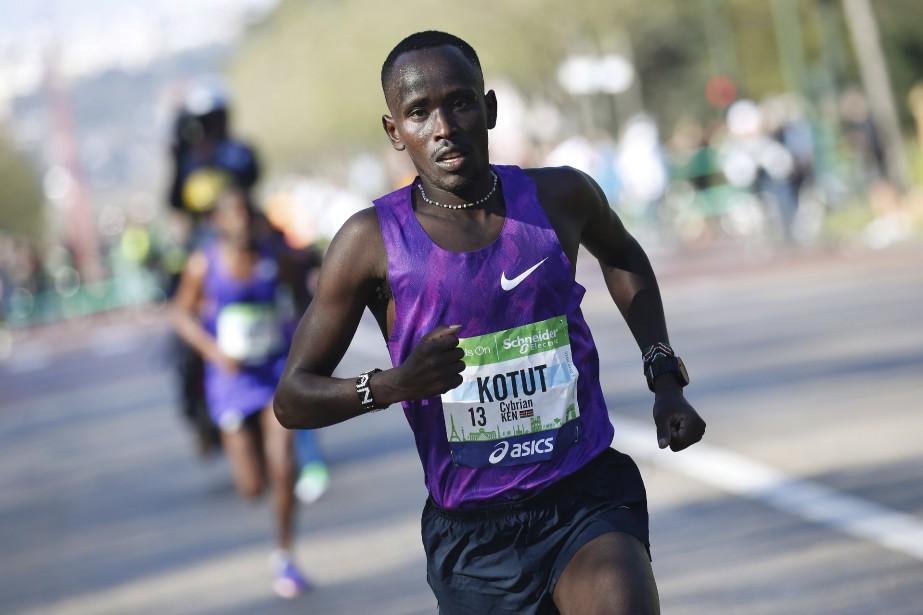 Le Kényan Cyprian Kotut,qui disputait, à 24 ans, le deuxième marathon de sa carrière, a livré une course intelligente pour s'imposer. (AFP, Thomas Samson)