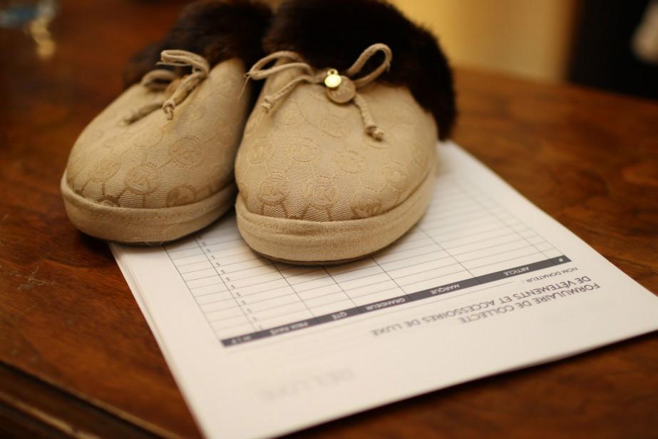 On trouve entre autres des pantoufles Michael Kors... (PHOTO FOURNIE PAR RELUXE)