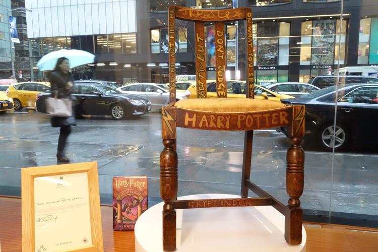 La chaise faisait partie d'un lot de quatre... (PHOTO AFP)