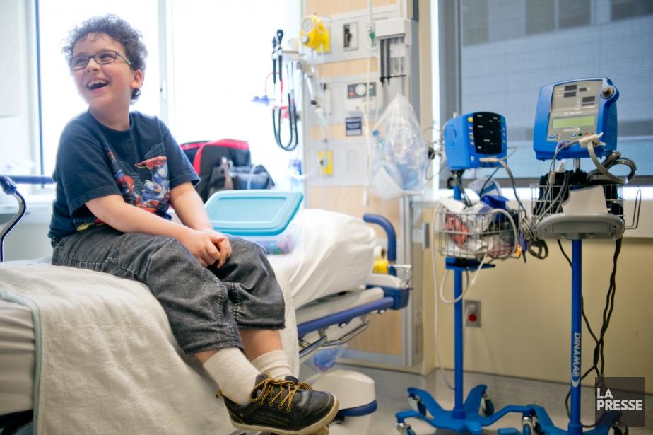 Le jeune Karl Lefebvre, qui souffre d'une tumeur... (PHOTO DAVID BOILY, LA PRESSE)