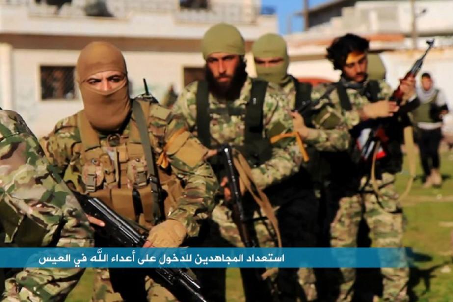 Sur cette photo diffusée par l'aile syrienne d'Al-Qaïda... (PHOTO AL-NOSRA/AP)