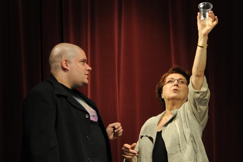 En 2010, Rita Lafontaine assurait la mise en scène de la pièce <em>La duchesse de Langeais</em>. On la voit ici en répétition avec le comédien Francis Bourgea. (PHOTO BERNARD BRAULT, ARCHIVES LA PRESSE)