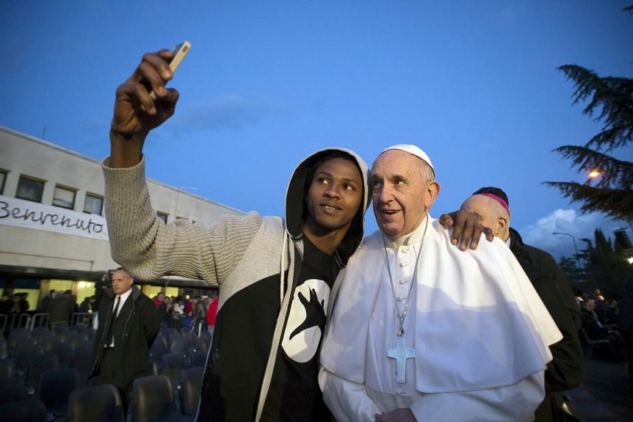 Le pape François a à plusieurs reprises pris... (PHOTO ARCHIVES OSSERVATORE ROMANO/REUTERS)