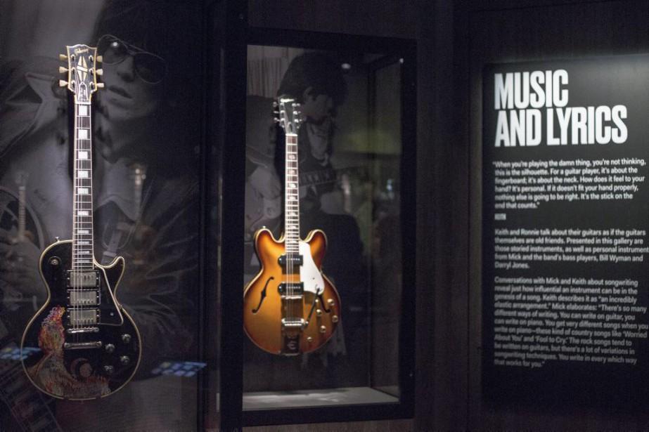 Une guitare Gibson 1957 peinte à la main... (PHOTO AP)