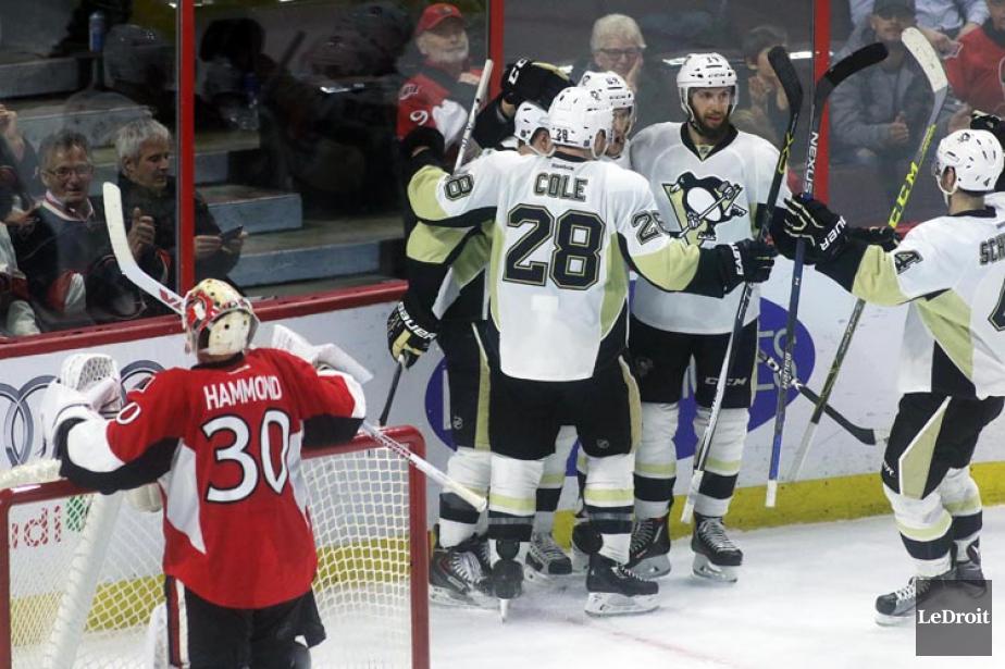Carl Hagelin a marqué deux buts et mené les Penguins de... (PHOTO LE DROIT)
