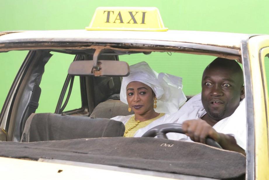 Dans son taxi cabossé, «F-One» transporte commerçants, hommes... (PHOTO AFP)