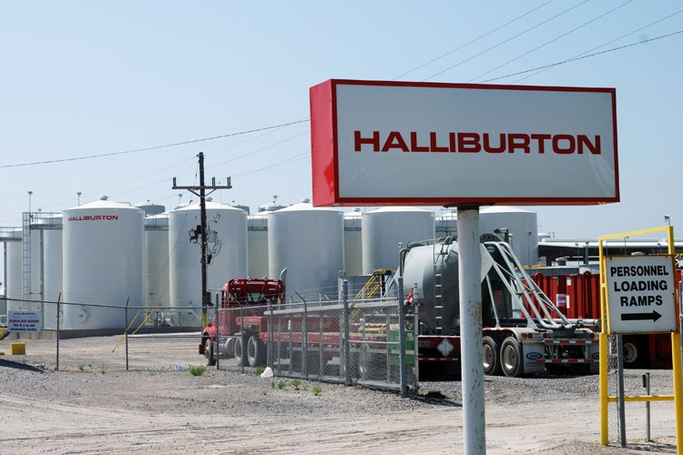 Le rapprochement Halliburton (65 000 employés) Baker Hughes... (PHOTO AFP)