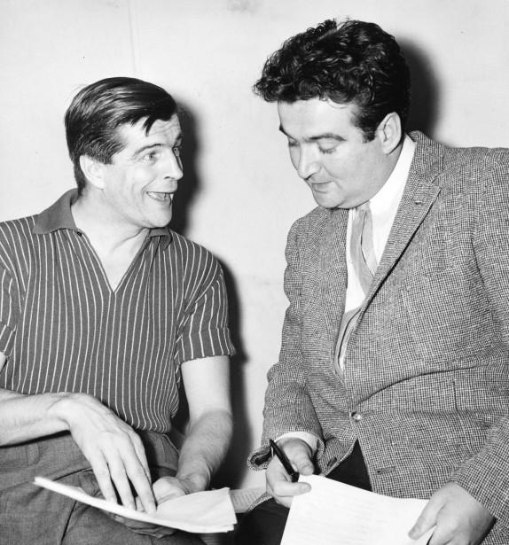 Gilles Pelletier et Marcel Dubé photographiés en mai 1958. (PHOTO PAUL-HENRI TALBOT, ARCHIVES LA PRESSE)