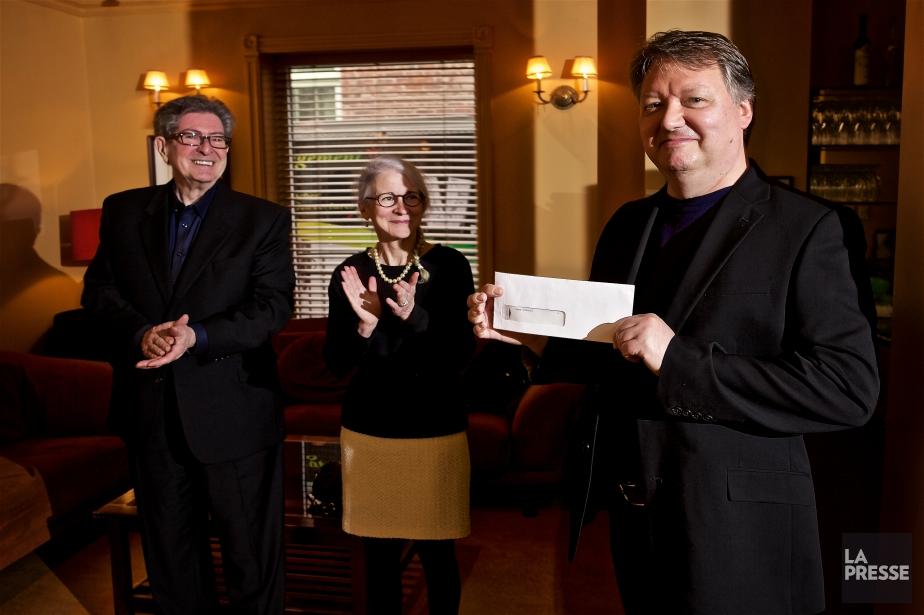 Denis Thériault a reçu son prix des mains... (PHOTO ANDRÉ PICHETTE, LA PRESSE)