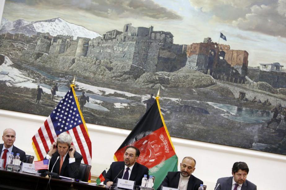 John Kerry aux côtés du ministre des Affaires... (PHOTO Jonathan Ernst via agence france-presse)