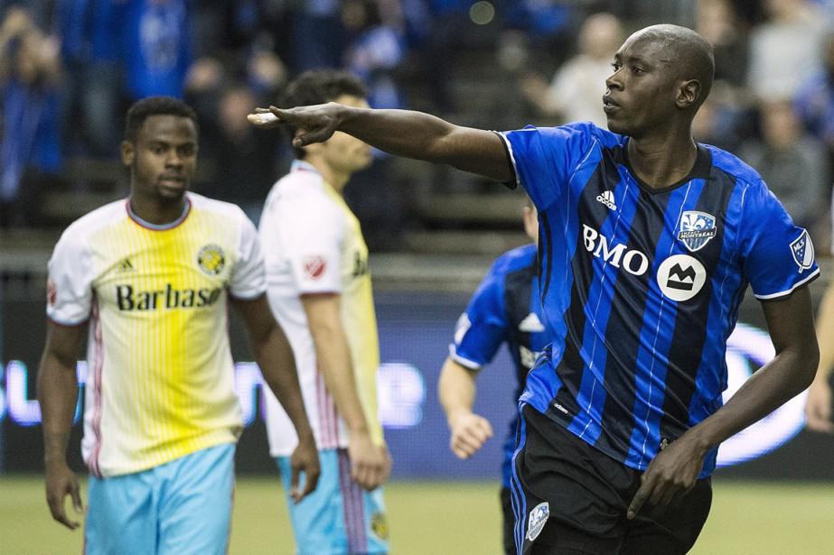 Camara (à droite sur la photo) a profité... (Photo La Presse Canadienne)