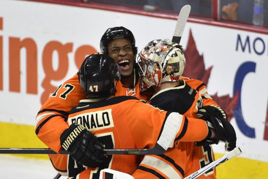 Wayne Simmonds a touché la cible deux fois, Steve... (Photo USA Today Sports)