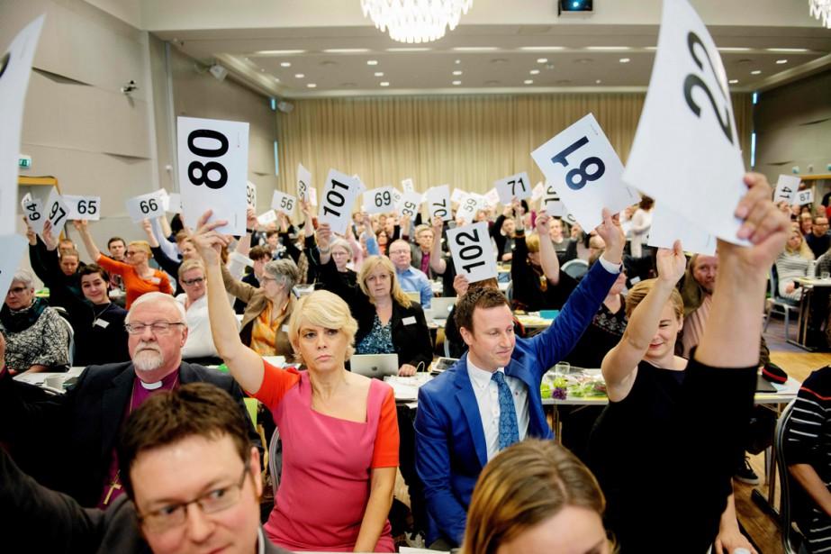 Avec 88 voix sur 115 participants, un synode... (PHOTO OLE MARTIN WOLS, AFP)