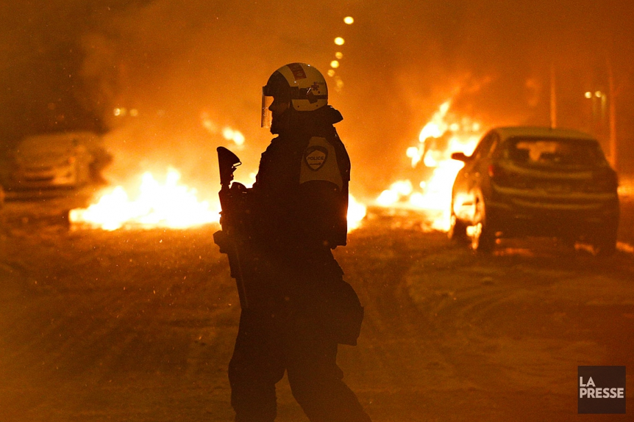 Les policiers ont décidé de ne pas intervenir... (PHOTO OLIVIER JEAN, ARCHIVES LA PRESSE)