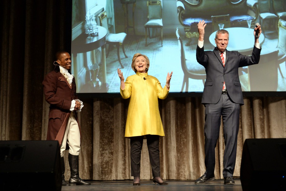 Sur scène avec Bill de Blasio et Leslie... (PHOTO DAVID HANDSCHUH, THE INNER CIRCLE/AP)