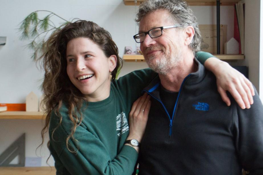 Anaïe Dufresne et son père Jacques Pharand, cofondateurs de Jacques & Anna, une jeune entreprise de création et de fabrication de luminaires, qui peuvent être réalisés sur mesure. (PHOTO FANNIE LAURENCE, FOURNIE PAR TRINIDAD STUDIO)