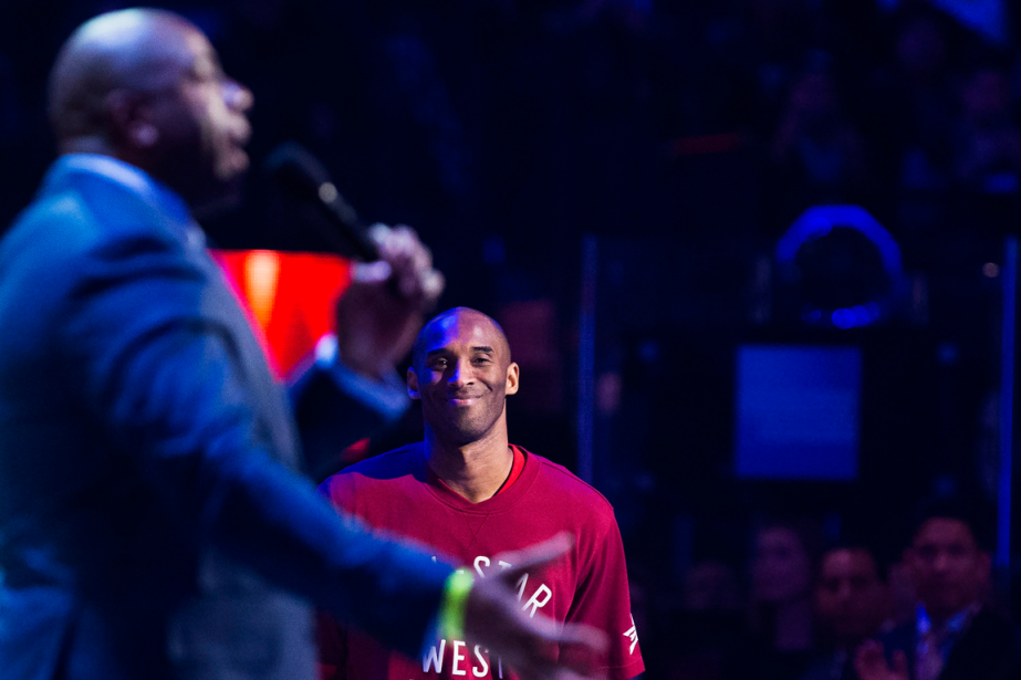 Magic Johnson et Kobe Bryant lors du dernier... (Photo Mark Blinch, archives Reuters)