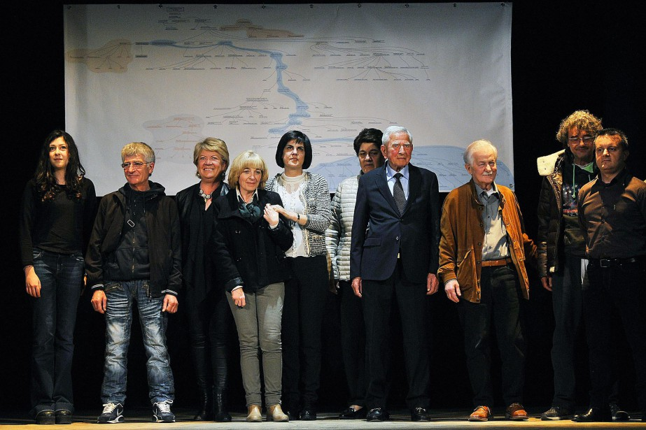 Des descendants de la famille de Léonard de... (photo Maurizio Degl'Innocenti, ANSA via AP)