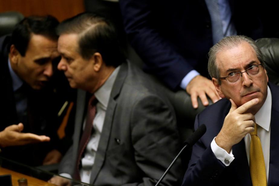 La séance a commencé par la lecture du... (PHOTO UESLEI MARCELINO, REUTERS)