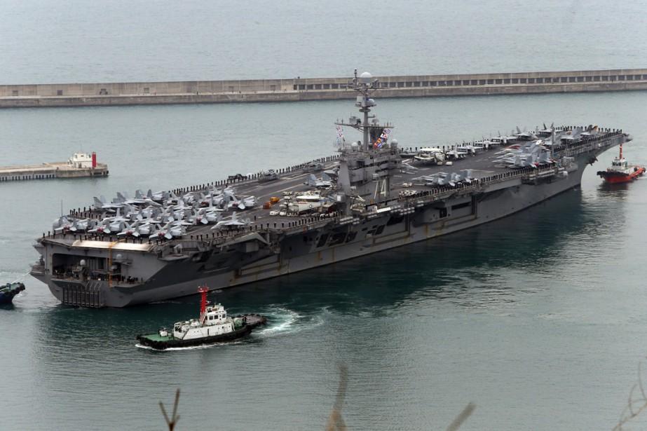 Le navire américain et ses 75 avions et... (PHOTO JO JUNG-HO, ARCHIVES YONHAP/AP)